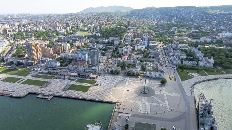 Odgórny widok quay Novorossiysk i marina obraz stock