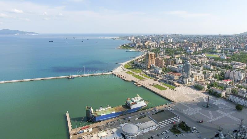 Odgórny widok quay Novorossiysk i marina zdjęcia royalty free