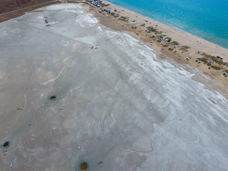 Odgórny widok słonego jeziora błota źródła Zewnętrznie podobieństwo z kraterami Borowinowe lecznicze wiosny fotografia royalty free