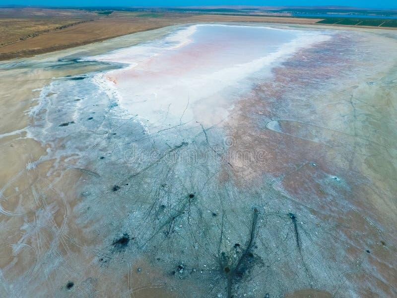 Odgórny widok słonego jeziora błota źródła Zewnętrznie podobieństwo z kraterami Borowinowe lecznicze wiosny fotografia stock