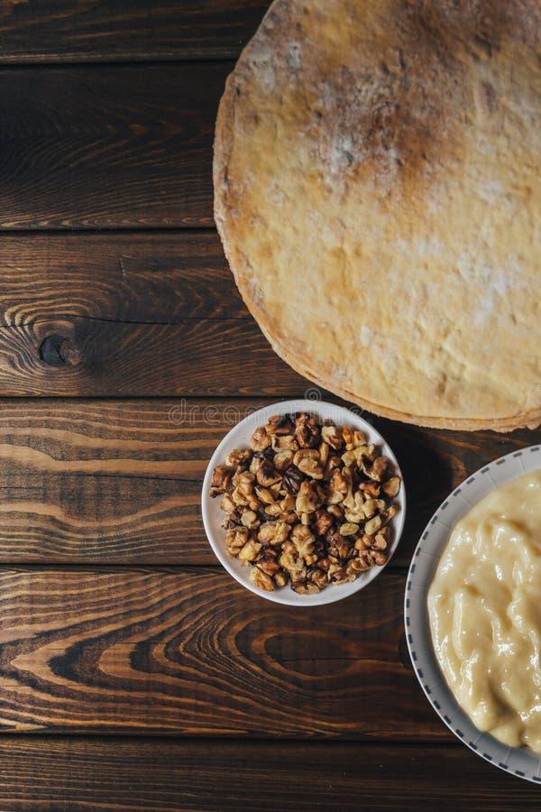 Odgórny widok składniki dla piec domowej roboty tort shortcakes, buttercream obraz royalty free