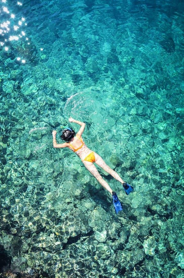 Odgórny widok snorkeling kobieta fotografia royalty free