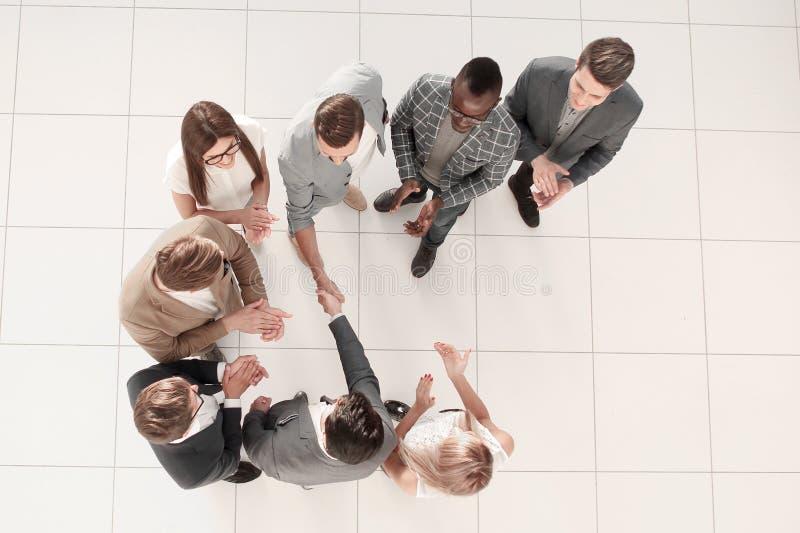 Odgórny widok Spotkanie partnery biznesowi w biurze obraz stock