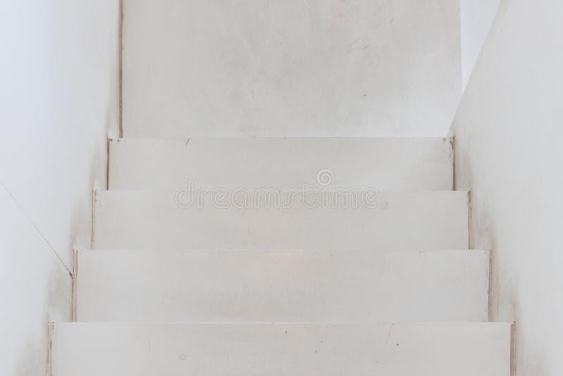 Odgórny widok stary biel woooden schody zdjęcie stock
