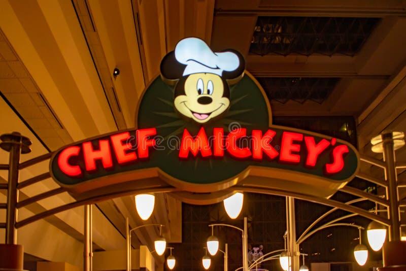 Odgórny widok szefa kuchni Mickey restauracja podpisuje wewnątrz Współczesnego kurort przy Walt Disney World terenem obraz stock