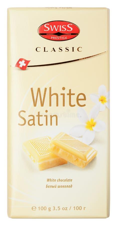 Odgórny widok Szwajcarskich prestiż Klasyczny Biały Atłasowy czekoladowy bar odizolowywający na bielu obrazy royalty free