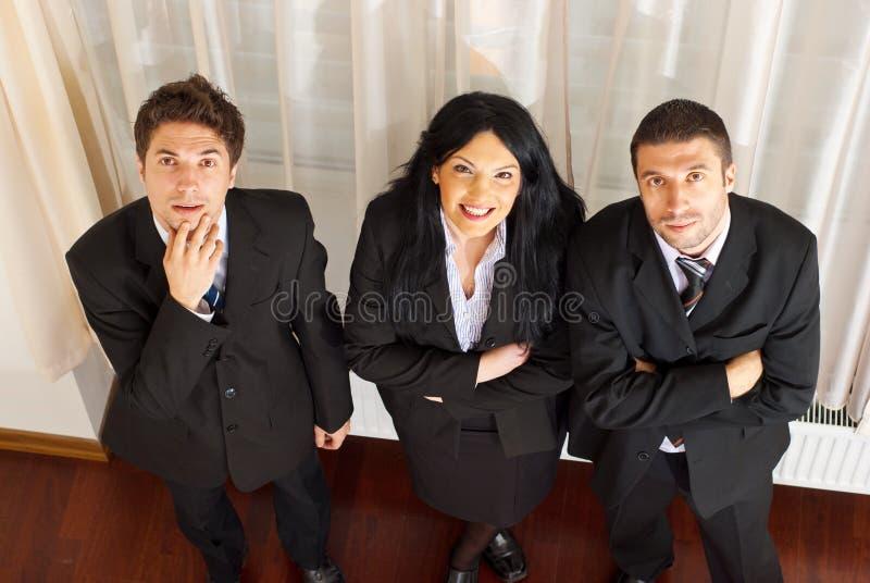 Odgórny widok trzy ludzie biznesu target77_0_ odgórny obraz royalty free