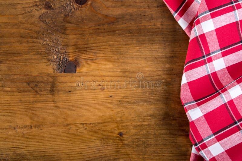 Download Odgórny Widok W Kratkę Kuchenni Ręczniki Na Drewnianym Stole Obraz Stock - Obraz złożonej z abstrakt, szczegółowy: 57660949
