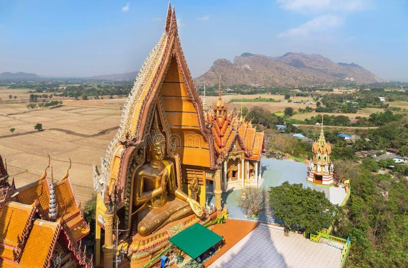 Odgórny widok wata tham sua jawna buddyjska tajlandzka świątynia w Tajlandia obrazy royalty free