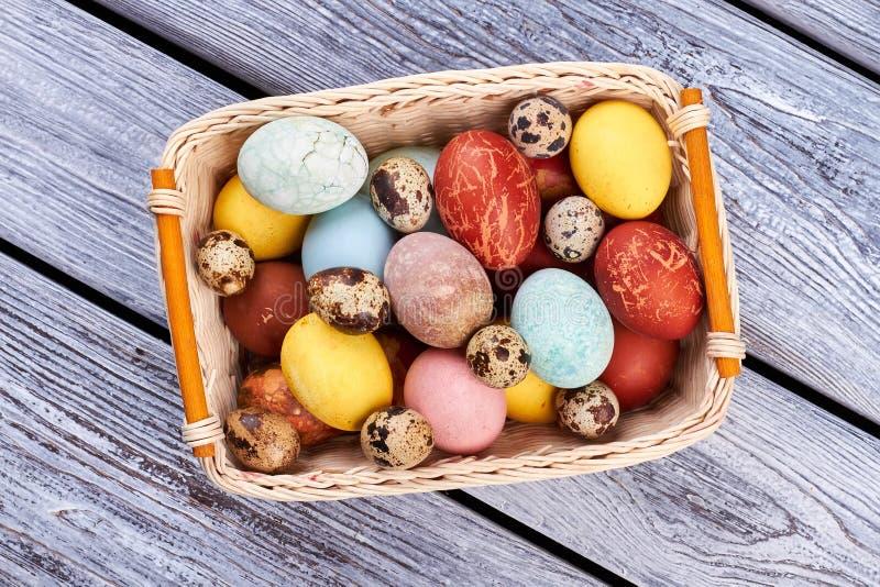 Odgórny widok Wielkanocny kosz obraz stock