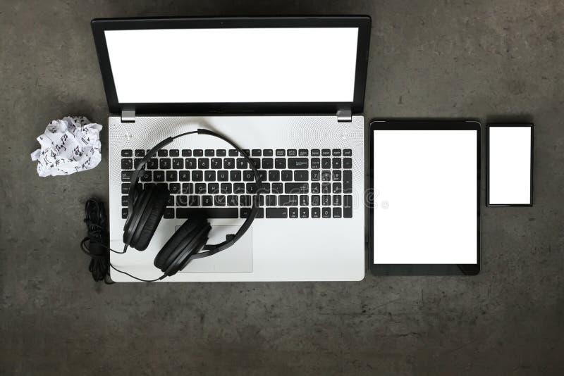 Odgórny widok workspace komponować muzycznego pojęcie zdjęcia royalty free
