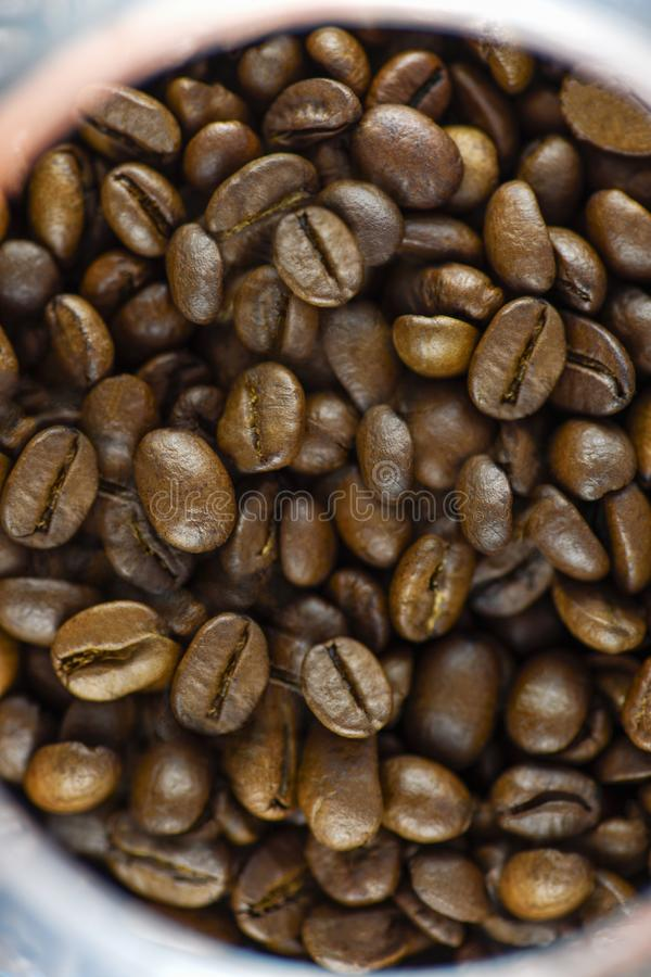 Odg?rny widok piec kawowe fasole zdjęcie royalty free