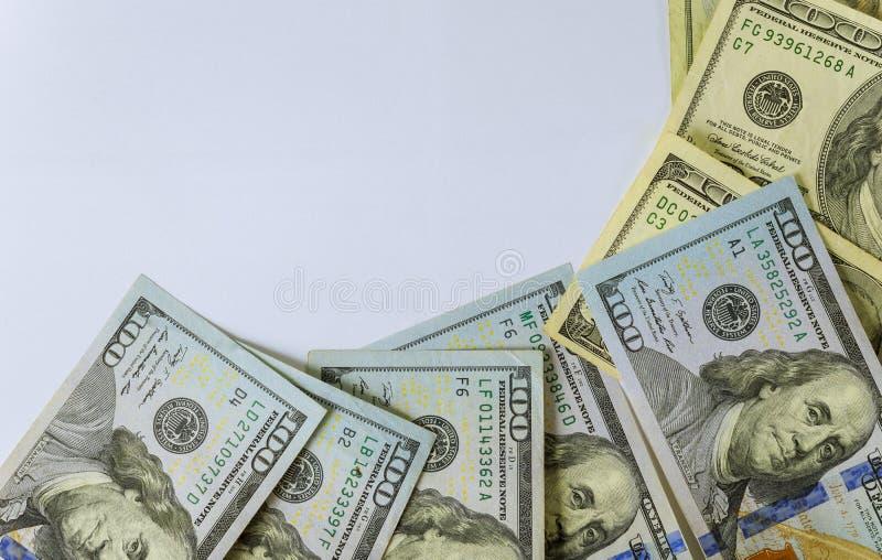 Odg?rny widok sto dolarowych rachunk?w na bia?ym tle obraz royalty free