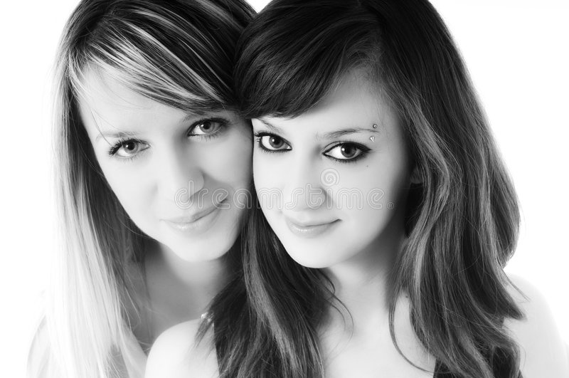 Odizolowywającej na biel dwa młodej dziewczyny fotografia stock
