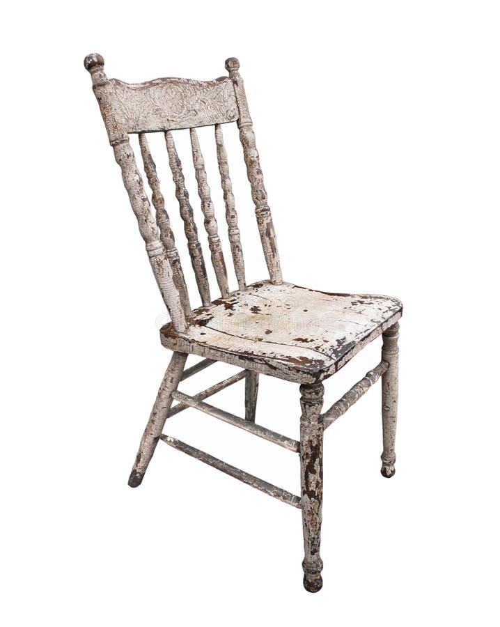 Odizolowywający stary być ubranym drewniany kuchenny krzesło zdjęcia stock