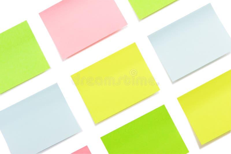 Odizolowywający stubarwni papierowi majchery obrazy stock