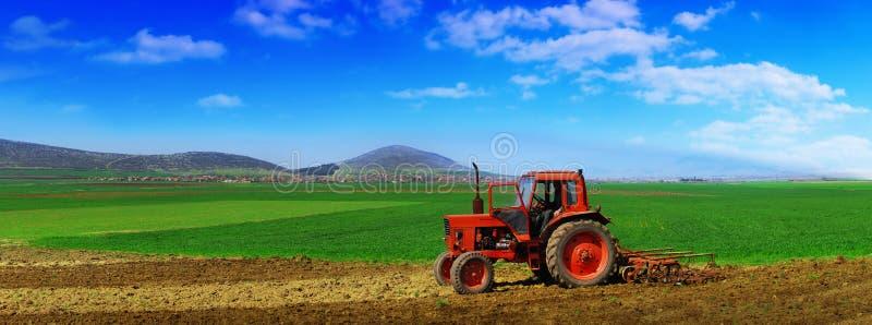 odla traktoren arkivfoto