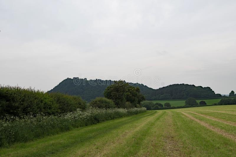 Odległy widok Beeston kasztel na Piaskowcowym śladzie w Cheshire, zdjęcie royalty free