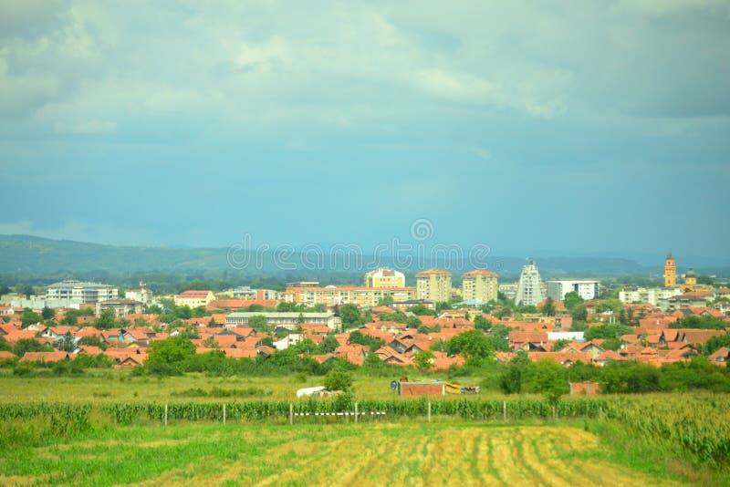 Odległy widok Kragujevac Serbia zdjęcie stock
