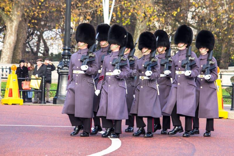 Odmienianie strażnicy przy buckingham palace zdjęcie stock