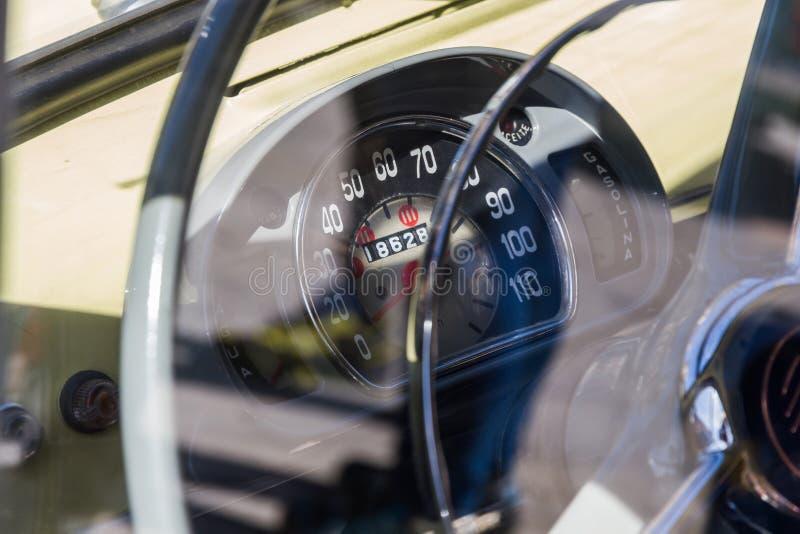 Odomètre classique de voiture photographie stock libre de droits