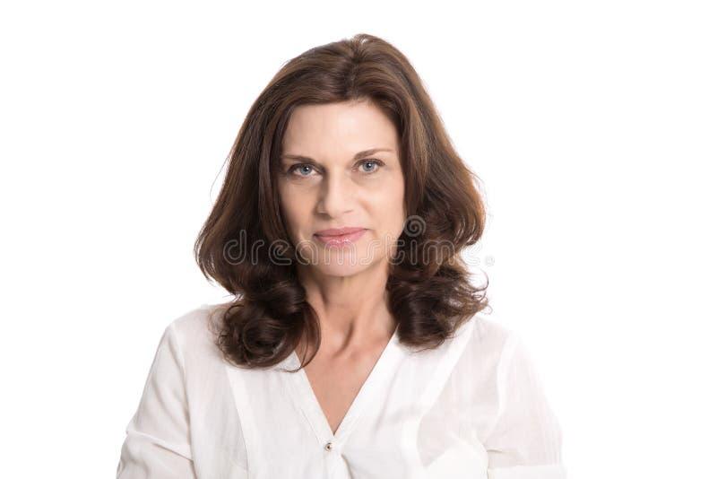 Odosobniona poważna i wątpliwa stara kobieta w wieku średnim obraz stock