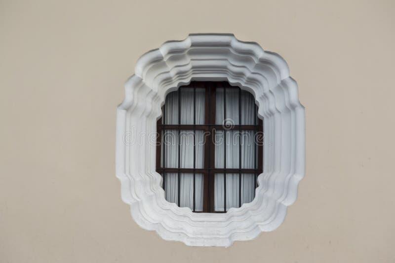 Odosobnionego Round stalowych pręt szczegółu budynku ściany Nadokienna symetria zdjęcia royalty free