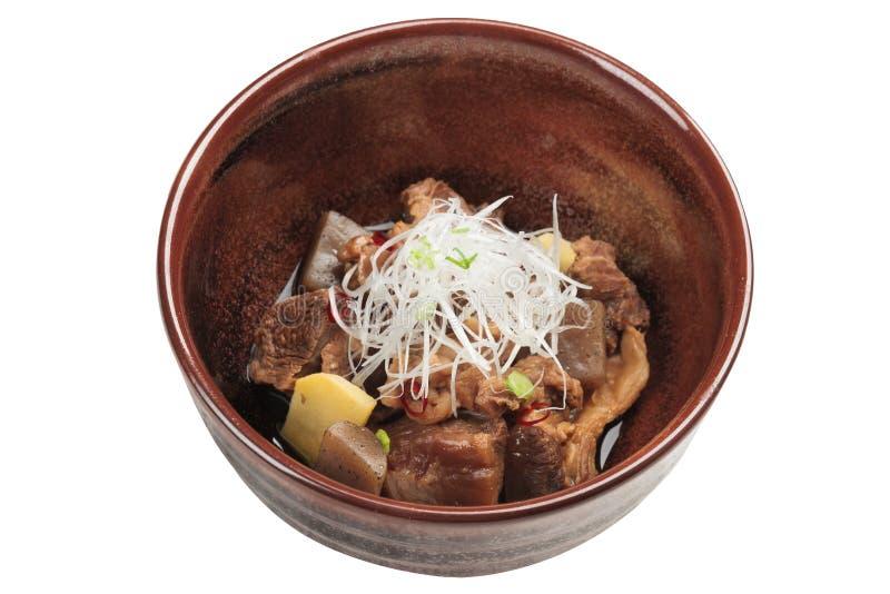 Odosobniony Nikujaga wliczając wołowiny, gruli i rzodkwi gulaszu polewy z, obraz royalty free