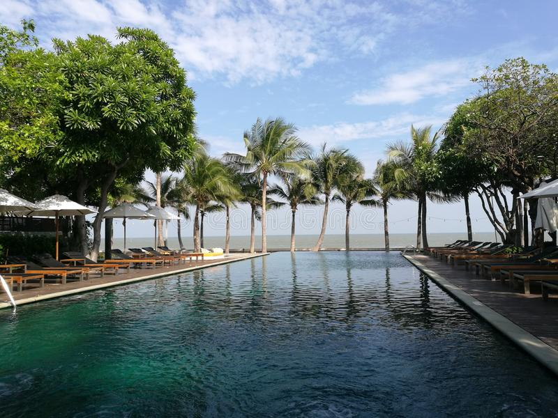Odpoczynek w hotelowym dennym spotkania niebie zdjęcia royalty free