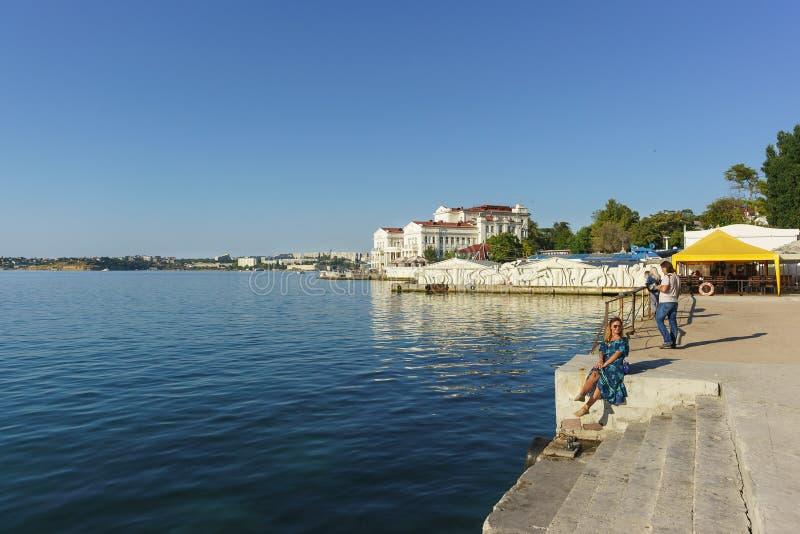 Odpoczywać na brzeg Czarny morze Miasta quay, piękny południowy miasto obrazy stock