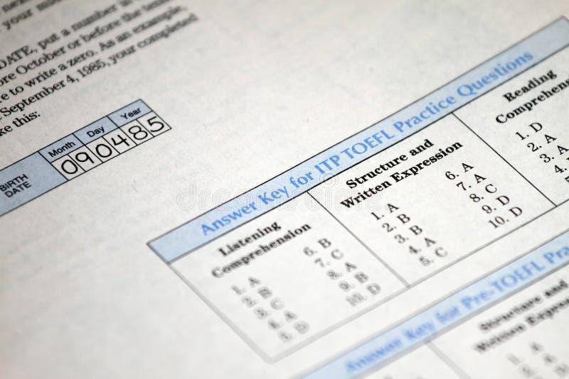 Odpowiedź klucz dla próbnego angielszczyzna testa wybiera właściwą odpowiedź Wieloskładnikowego wyboru testa egzamin dla uczni w  fotografia stock