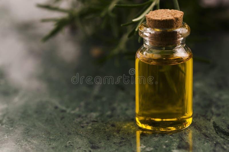 odpowiedni rosemary oleju obrazy royalty free