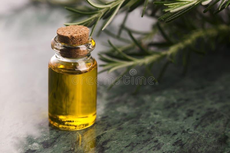 odpowiedni rosemary oleju fotografia stock