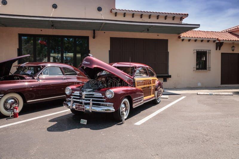 Odrewnia?y 1948 Chevrolet przy 32nd Roczny Naples zajezdni klasyka car show zdjęcia royalty free
