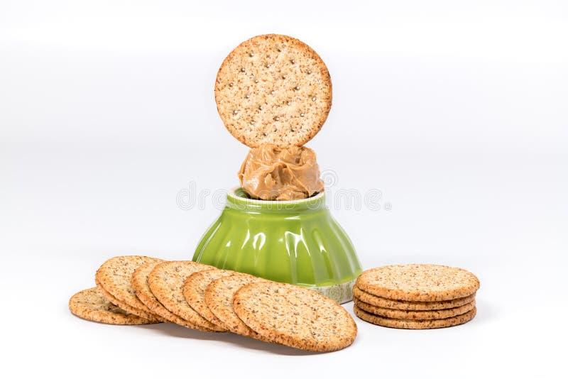 Odrobina masło orzechowe na górze pucharu zakończenia up zdjęcie stock