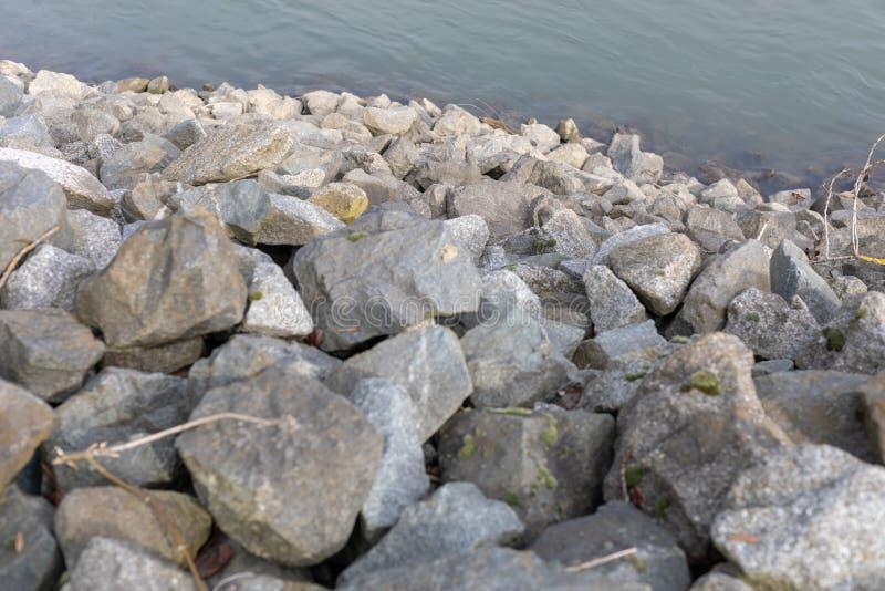 Odskocznie do czegoś nad rzeką w dżdżownicach - Niemcy fotografia stock