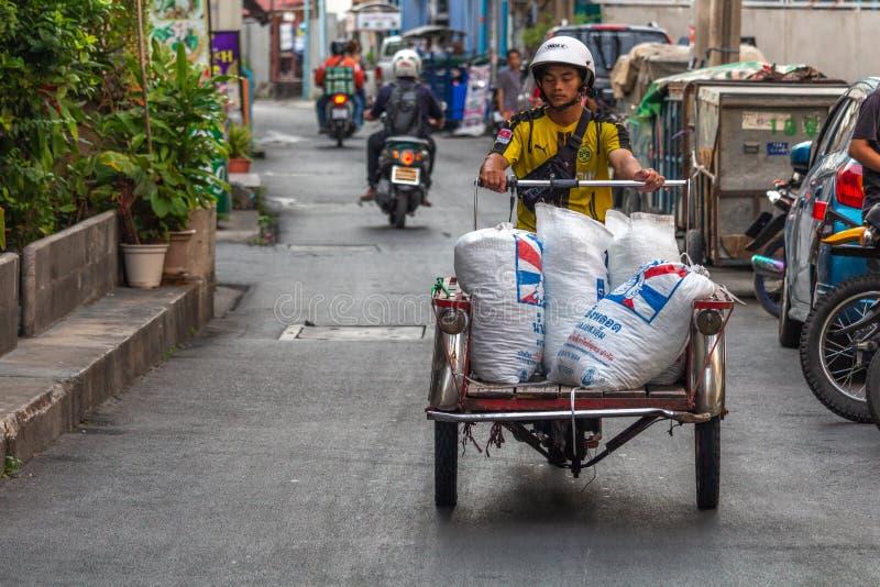 Odtransportowanie towary na motorcar Bangkok zdjęcie royalty free