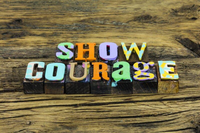 Odwaga pokaż pewną odważną determinację, ryzykując powodzenie zdjęcie stock