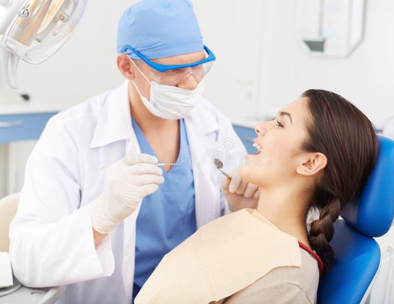 Odwiedzać dentysty fotografia stock