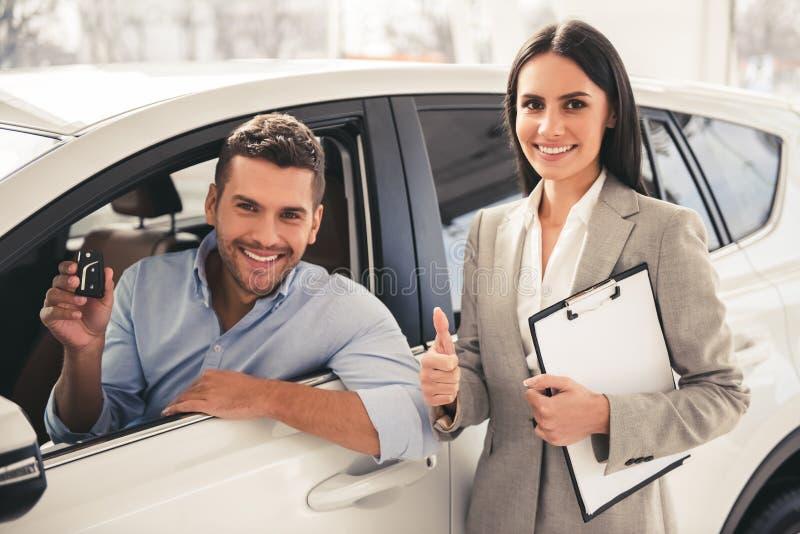 Odwiedzać przedstawicielstwa firmy samochodowej zdjęcia stock