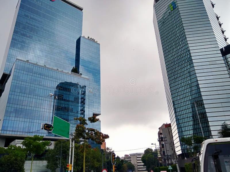 Odwiedza aleje Meksyk i ulicy Mixcoac jest sąsiedztwem lokalizować w Benito Juà ¡ rez okręgu zdjęcie royalty free