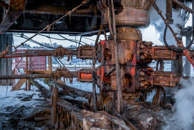 Odwiert naftowy takielunku operacja na platformie wiertniczej w ropa i gaz przemysle koncepcja przemys?owe zdjęcie stock