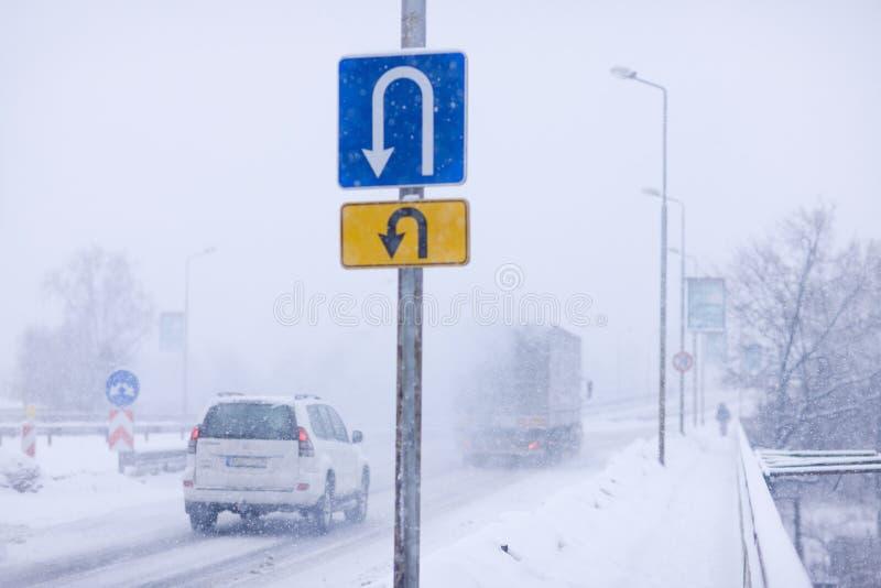 odwrócenia drogowego znaka zima obrazy stock