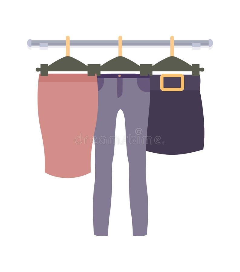 Odzieżowy obwieszenie na wieszakach w kobieta sklepie odzieżowym royalty ilustracja