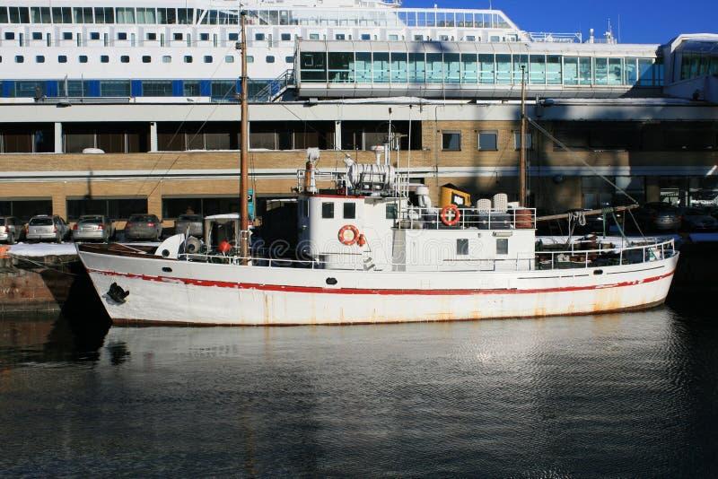 Download łodzie obraz stock. Obraz złożonej z chmury, maszt, morze - 13330961
