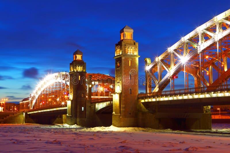 ?odzie skierowywaj? Petersburg rzecznego ?wi?tego st widok Rosja Zima bolsheokhtinsky most obrazy royalty free