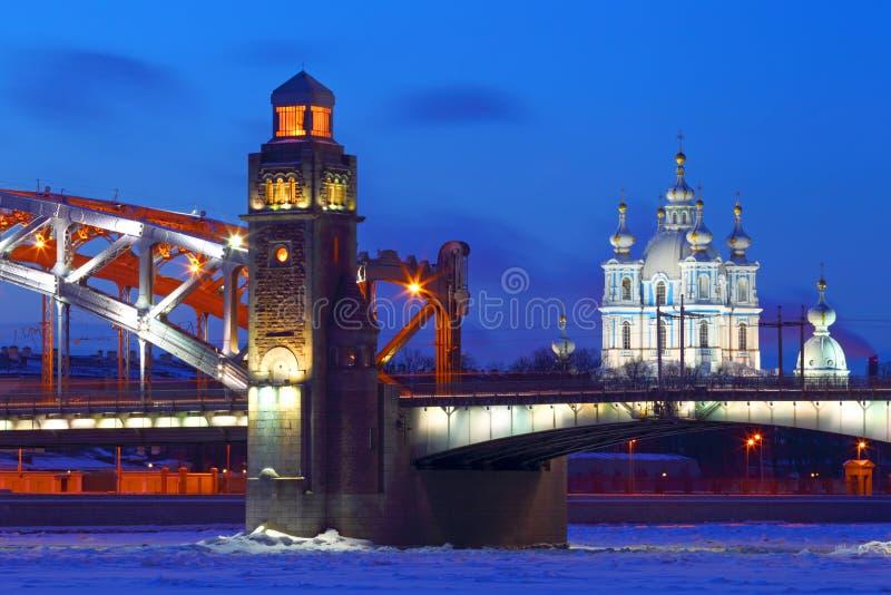 ?odzie skierowywaj? Petersburg rzecznego ?wi?tego st widok Rosja Zima bolsheokhtinsky most zdjęcia stock