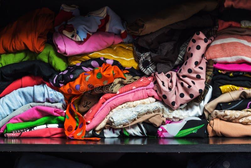 odziewa kolorowego stos zdjęcia stock