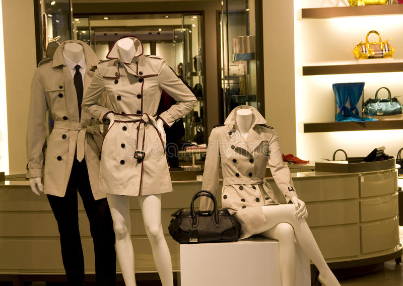 Mężczyzna i kobiety sklep odzieżowy zdjęcie stock