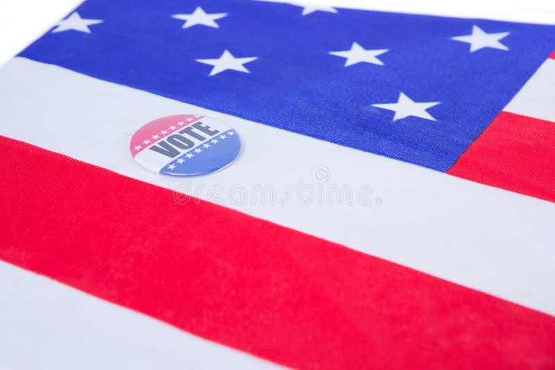 Odznaka stawiająca na flaga amerykańskiej zdjęcie royalty free